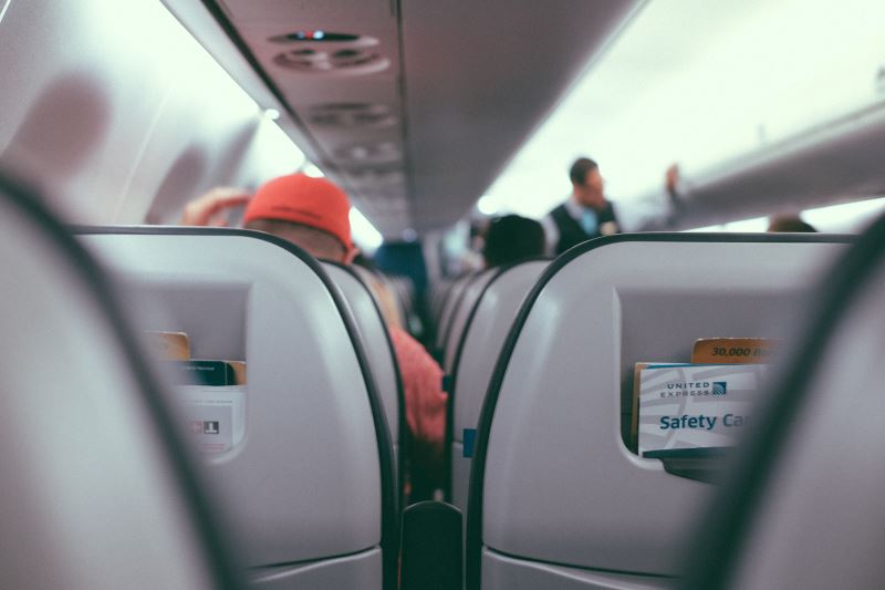 Die Weekender Tasche als Handgepäck im Flugzeug